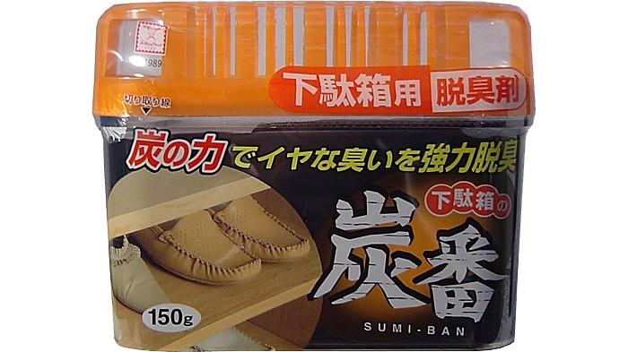 Kokubo Дезодорант-поглотитель неприятных запахов, с древесным углём, для обувных шкафов 150 гДезодорант-поглотитель неприятных запахов, с древесным углём, для обувных шкафов 150 гKOKUBO Дезодорант-поглотитель неприятных запахов, с древесным углём, для обувных шкафов, 150 г    Поглощает неприятные запахи, даже очень резкие и стойкие. Содержит древесный уголь, который обладает антибактериальным и антигрибковым эффектом.    Дезодорирует воздух и обувь. Продолжительность действия до 2-х месяцев. Состав: очищенная вода, гелиевый наполнитель, натуральный дезодорант, уголь.<br>
