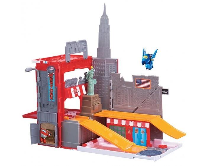 Super Wings Игровой набор Джером в Нью-ЙоркеИгровой набор Джером в Нью-ЙоркеИгровой набор Джером в Нью-Йорке  По сюжету этого игрового набора персонаж популярного мультфильме «Супер Крылья» самолётик Джером оказался на улочках мегаполиса под названием Нью-Йорк.   Об этом свидетельствует наличие реалистичной статуи свободы, а также множество ярких вывесок вокруг.   Но герою намного интереснее скатываться с горок и лихо разворачиваться на одном месте.<br>