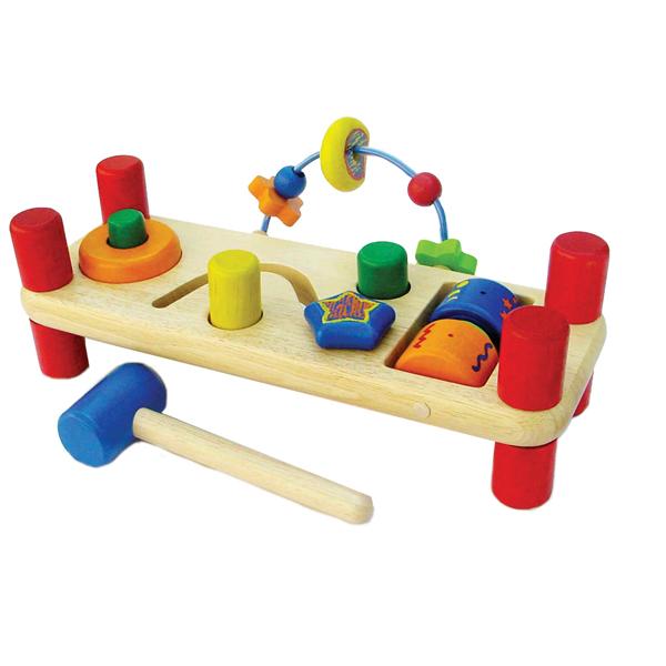 Деревянная игрушка Im toy Развивающая скамейкаРазвивающая скамейкаЭта скамеечка поможет развить координацию, крупную моторику, а также обучит навыкам работы с молоточком.  В комплект входят: деревянная панель на ножках с набором развивающих игр, деревянный молоток, 2 цилиндрика.   Размеры набора: 14 х 32 х 15 см.<br>