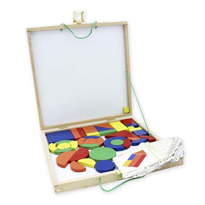 Деревянная игрушка Фабрика фантазий Магнитный конструктор 47484Магнитный конструктор 47484Деревянная игрушка Магнитный конструктор - красочный обучающий набор, включающий разноцветные магнитные фигурки (прямоугольники, треугольники, дуги, полукруги), карточки с примерами сборки конструктора и удобный чемоданчик с ручками для хранения и переноски.  Пользуясь фигурками, ребенок сможет создавать на доске картинки, руководствуясь карточками или собственной фантазией. Конструктор выполнен из экологически чистого и долговечного материала - дерева. Все детали очень качественно обработаны, не имеют острых углов, сколов и зазубрин.  Внешний вид конструкторов тщательно проработан. Все части аккуратно совмещены и замечательно дополняют друг друга.<br>