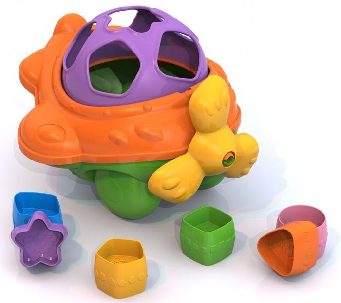 Сортер Нордпласт СамолетСамолетСортер Нордпласт Самолет  Особенности: В каждую игрушку входят 6 ярких вставок разной формы с симпатичными картинками животных внутри.  Игрушки выполнены из прочной безопасной пластмассы, без острых краев, зазубрин; с использованием стойких красителей. Развивает цветовосприятие, мелкую моторику рук, логическое мышление и пространственное воображение, знакомит с геометрическими фигурами.  Задача ребенка - протолкнуть сквозь отверстия соответствующей формы так, чтобы они оказались внутри игрушки.<br>