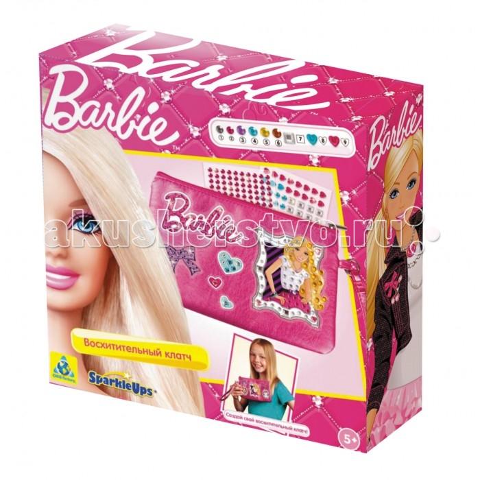 ORB Factory Мозайка-клатч Барби 05805Мозайка-клатч Барби 05805Мозайка Клатч Барби станет прекрасным подарком для каждой девочки. Этот великолепный набор не оставит равнодушным вашего ребенка, ведь с его помощью он сможет самостоятельно украсить свою новую сумочку разноцветными стразами и прочими элементами декора. Набор выполнен в стиле любимицы всех девочек – очаровательной куклы Барби.  Особенности: в сумочке 1 отделение, закрывается на молнию, имеется ручка-петелька для удобства.  Комплект: сумочка, элементы для украшения.<br>
