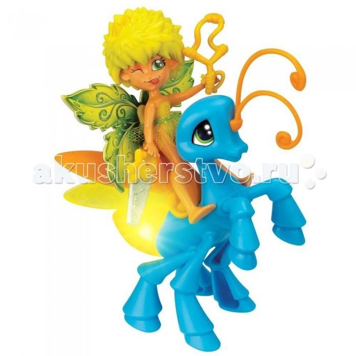 Fairykins Игровой набор - Фея Данди и Светящийся МотылекИгровой набор - Фея Данди и Светящийся МотылекИгровой набор - Фея Данди и Светящийся мотылек из серии Fairi Kins - это чудесный подарок маленькой девочке, любительнице феечек - маленьких сказочных персонажей. Смешная куколка-эльф одета в крохотную прозрачную юбочку, а на ее спине кружевные легкие крылышки. Маленький мотылек феи ярко светится, если нажать на его брюшко. Набор игрушек с аксессуарами развивают фантазию, воображение и речь малышки.  Комплектация набора:   Фея Данди; Светящийся волшебный Мотылек (если нажать ему на брюшко, то он начнет светиться); Аксессуары для Феи; Батарейки: 3 шт. типа AG3/LR41.  Основные характеристики:  Размер упаковки: 21.6 x 6.4 x 16.5 см Высота фигурки: 9 см<br>