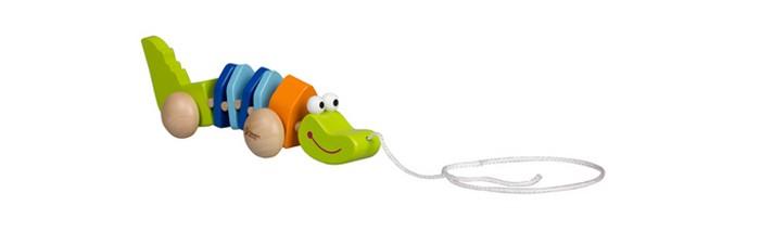Каталка-игрушка Classic World КрокодильчикКрокодильчикКрокодильчик это оригинальная и яркая каталка.  Каталка на колесиках при помощи которые она легко перемещается. Играя с веселым зеленым крокодильчиком ребенок постепенно развивает координацию движений, пространственное мышление, логику, мелкую моторику рук и фантазию.  Каталка изготовлена из экологически чистого дерева с использованием красок, безопасных для здоровья ребенка.<br>