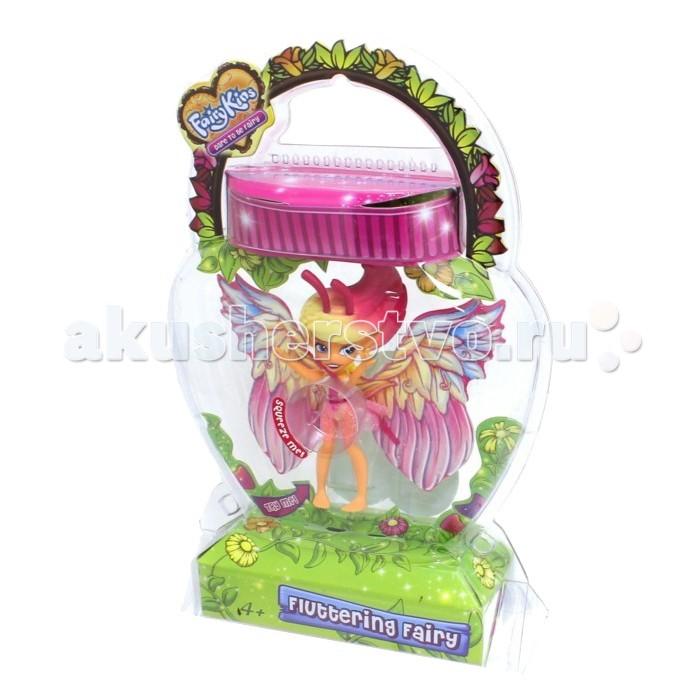 Fairykins Игровая фигурка - Порхающая фея ДовеллИгровая фигурка - Порхающая фея ДовеллФигурка Порхающая фея Довелл- это воплощенный в реальность сказочный персонаж. Очаровательная маленькая Феечка кажется такой настоящей, ведь ее яркие крылышки при нажатии кнопочки на спине начинают двигаться так, будто она сразу готова улететь в свой сказочный рай. Фигурка Феи является механической, имеет подвижные элементы в виде рук, ног и головы.  Основные характеристики:  Размер упаковки: 13.9 х 5.8 х 23.5 см Высота фигурки: 9 см<br>