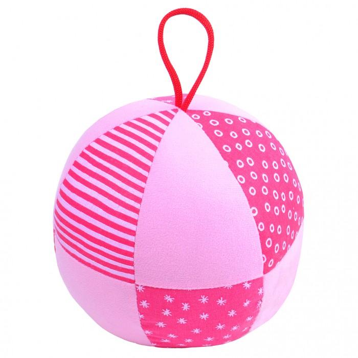 Развивающая игрушка Мякиши Весёлый мячикВесёлый мячикВесёлый мячик 16 см  с погремушкой и петелькой для захвата в ассортименте.  Изготовлен из разнофактурных тканей.   Отлично подходит для развития мелкой и крупной моторики малыша. Удобный размер для обеих рук ребенка. Внутри погремушка с приятным звуком зёрнышек, и мягкий наполнитель.   Хлопковые и трикотажные ткани — разные на ощупь и цвет: однотонные и разноцветные, с мелким рисунком и в полоску.  Изготовлено из гипоаллергенных материалов.  Цвет в ассортименте.<br>