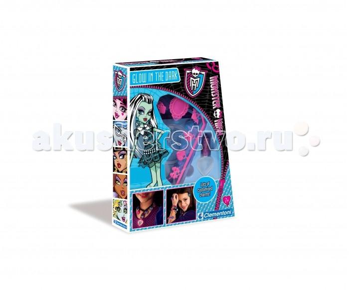 Clementoni Набор для творчества Monster High - Светящиеся в темнотеНабор для творчества Monster High - Светящиеся в темнотеС набором Monster High для творчества от компании Clementoni можно создавать разнообразные комплекты украшений. Все элементы сделаны из флуоресцентного материала, который светится в темноте.  Комплектация набора:  Подвески; Кольца; Браслеты; Иллюстрированный буклет.<br>