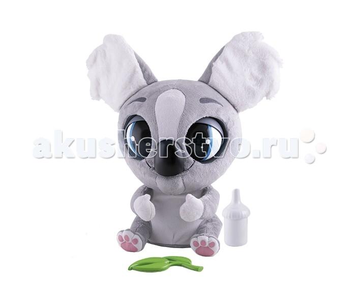 Интерактивная игрушка IMC toys Коала Као КаоКоала Као КаоИнтерактивная игрушка IMC toys Коала Као Као - это удивительный и нежный питомец, который непременно станет верным другом вашему ребенку.   Вместе с коалой вы получите замечательные аксессуары - бутылочку для кормления и листик эвкалиптового дерева, который так любит этот зверек. Поднесите лакомство к мордочке коалы и наблюдайте, как она открывает ротик, мило причмокивает, одобрительно бормочет и моргает огромными, выразительными глазами.   Аппетит у нашего питомца прекрасный! Но все же не стоит слишком увлекаться кормлением, ведь если Као Као переусердствует с поеданием эвкалипта или питья из бутылочки, у нее может начаться икота. Чтобы все пришло в норму, и этот недуг перестал беспокоить вашего любимого питомца, аккуратно похлопайте его по спинке. Неприятные симптомы сразу стихнут, и можно снова продолжать игру!  Благодаря встроенному датчику присутствия, Као Као узнает, когда вы входите в комнату и радостно вас приветствует. На голове коалы расположен чувствительный сенсор - вы можете уложить питомца спать! Для этого нужно всего лишь ласково провести по головке зверюшки, и она сладко заснет.    В комплекте:  - интерактивная коала Као - листик эвкалиптового дерева - бутылочка для питья - упаковка в форме эвкалиптового дерева - 4 батарейки LR6<br>