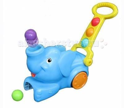 Каталка-игрушка Playskool Hasbro СлоникHasbro СлоникИгрушечная развивающая каталка «Слоник» из серии PlaySkool Hasbro A2877H.  Такая яркая каталка привлечёт внимание любого ребёнка, ведь невозможно устоять перед дружелюбием милого слоника.   Если катить каталку за длинную ручку, то из хобота животного выскочат шарики, для того чтобы игра началась , надо наехать передними ножками слоника на выскочивший шарик.   Играя, ребёнок разовьёт внимательность и координацию движения.  В набор входят 5 ярких шариков диаметром по 5 см.<br>