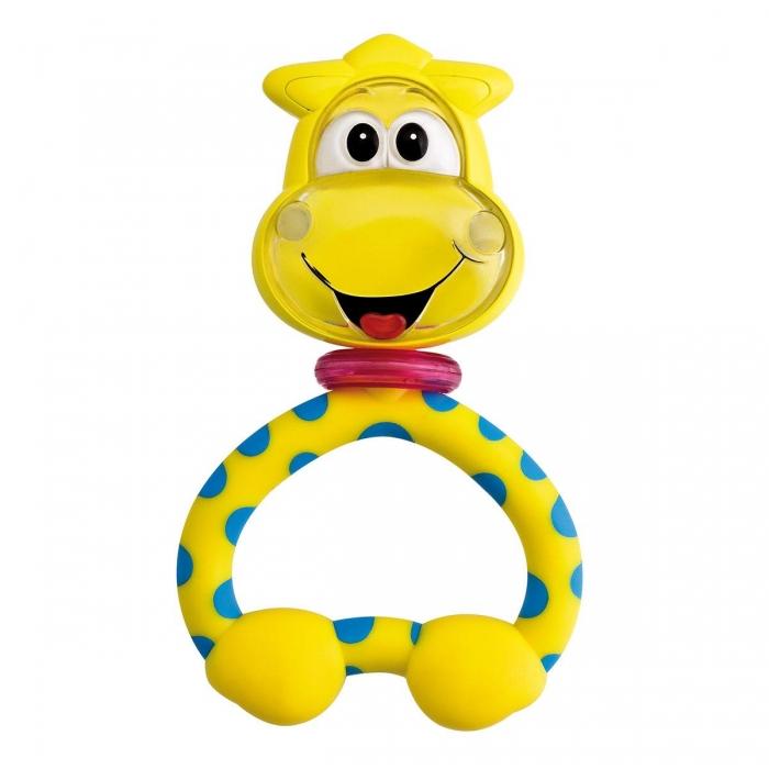Погремушка Chicco ЖирафЖирафВеселая погремушка Chicco Жираф, выполненная в виде симпатичного улыбающегося жирафа с поворачивающейся головой, привлечет внимание вашего малыша и не позволит ему скучать. Игрушка сделана из мягкой пластмассы, ее удобно брать ручками, способствует развитию тактильных ощущений у ребенка.  При нажатии на игрушку, раздаются забавные звуки, которые будут веселить вашего малыша. Погремушка очень удобна для детских ручек и может использоваться как прорезыватель в период роста зубов. Вращающаяся голова и различный по текстуре пластик помогают в развитии осязания и координации. Малыш тянется к погремушкам, развивая свои ручки и учась координировать движения.  Различные звуки погремушки стимулируют слух ребенка, учат отличать одни звуки от других. Занятия с погремушкой помогут малышу развить цветовое восприятия и мелкую моторику рук.Яркий и забавный жираф станет любимой игрушкой Вашего малыша.  Ее удобно брать ручками, она способствует развитию у ребенка тактильных ощущений. При нажатии на игрушку издаются разные звуки, которые очень порадуют малыша. Может использоваться как прорезыватель для зубов.<br>