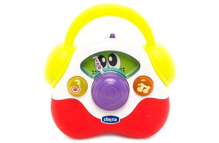 Chicco Детское радиоДетское радиоДетское радио Chicco Эргономичная форма игрушки и яркие цвета стимулируют развитие визуальных навыков. Детское радио также помогает развивать координацию рук – поворотный шарик и яркие кнопки, при нажатии на которые можно услышать забавные звуки.<br>