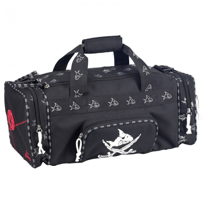 Spiegelburg Спортивная сумка Captn Sharky 30170Спортивная сумка Captn Sharky 30170Стандартная спортивная сумка Capt'n Sharky из прочной нейлоновой ткани черного цвета с принтом акулы. Отлично подойдет для тренировок или путешествий.    Основные характеристики:   Размер: 43 x 18 x 20 см<br>
