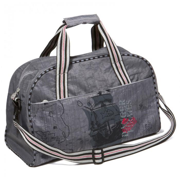 Spiegelburg Спортивная сумка Captn Sharky 30516Спортивная сумка Captn Sharky 30516Большая спортивная сумка Capt'n Sharky для мальчиков! Отличная вещь для повседневной жизни и путешествий. Выполнена из водостойкой нейлоновой ткани с декоративными элементами. Внутри предусмотрены два отделения для удобного хранения обуви и одежды.  Основные характеристики:   Размер: 44 х 28 х 18 см<br>