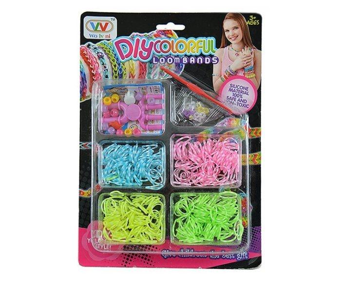 Shantou Gepai Набор для плетения резинок 21009CНабор для плетения резинок 21009CНабор для плетения резинок. С помощью набора можно плести браслеты, аксессуары, украшения, кольца.  Плетение браслетов из резинок развивает мелкую моторику рук, стимулирует творческое воображение.   Плетение из резинок - молодое и очень популярное хобби среди детей, подростков и взрослых по всему миру. Используя простые в обращении приспособления для плетения, можно в короткий срок сплести множество великолепных, ярких, красивых браслетов, подвесок, колец. Пластиковый станок для плетения полноразмерный или компактный, а также крючок для плетения удобно брать в дорогу.<br>