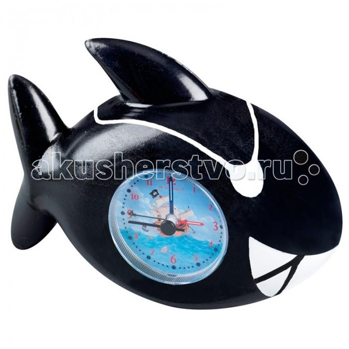 Часы Spiegelburg Будильник Captn Sharky 30152Будильник Captn Sharky 30152Будильник Capt'n Sharky в форме акулы работает от батареек (батарейки в комплект не входят). Такие часы должны быть у каждого пирата.  Основные характеристики:   Размер: 12 х 9 х 5 см<br>