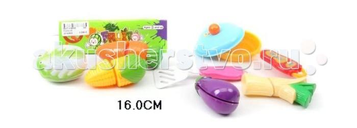 Shantou Gepai Набор для резки овощей со сковородойНабор для резки овощей со сковородойНабор для резки овощей со сковородой. Все продукты из набора состоят из двух частей, соединенных между собой липучками. Задача ребенка - разделить игрушечные продукты на части с помощью специального ножа. Пластиковый нож и разделочная доска в комплекте.  Этот набор прекрасно подходит для сюжетно-ролевой игры и способствует развитию моторики рук.  Комплектность: фрукты и овощи, доска, ножик, сковорода.<br>