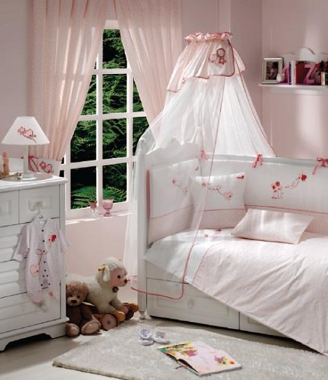 Комплект для кроватки Funnababy Grandma 120х60 (5 предметов)Grandma 120х60 (5 предметов)Комплект для кроватки Funnababy Grandma - высококачественное белье, которое изготавливается из 100% хлопка с наполнителем: силикон.   Белье имеет красивый дизайн, оно украсит кроватку и подарит малышу уютный и здоровый сон.   В комплекте:  Пододеяльник - 100х130 см.  Одеяло - 100х130 см.  Бампер из 4 частей - 120(2)х60(2)  Простынка на резинке  Наволочка - 40х60 см    Особенности:   комплект постельного белья в детскую кроватку из натурального хлопка  постельное белье подойдёт для детской кроватки размером 120х60 см  в дизайне используется авторская вышивка и декоративное шитьё  спокойные и приятные цвета ткани с забавными рисунками не будут раздражать и утомлять глазки вашего ребёнка  нежные и мягкие материалы не будут раздражать нежную кожу ребёнка и не доставят ему неудобства  постельный комплект изготовлен из натуральных и гипоаллергенных тканей, которые создают комфортные условия для спокойного сна Вашего ребёнка  для наполнения защитного бампера, одеяла и подушки используется только экологически чистый наполнитель  данный комплект имеет 4-х сторонний защитный бампер, который защищает Вашего малыша по всему периметру кроватки  простынь с резинкой, которая помогает надежно закрепить ее на матрасе  белье легко стирается в режиме деликатной стирки при температуре 30&#186;С  комплект постельного белья сертифицирован и абсолютно безопасен для новорождённого малыша<br>