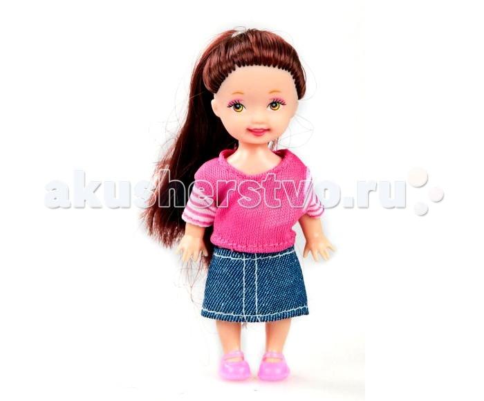 Shantou Gepai Кукла Любимая малышка 10 смКукла Любимая малышка 10 смКукла Любимая малышка от компании Shantou Gepai может двигать руками и ногами, что позволяет менять положение ее тела.   Она одета в розовую кофточку розового цвета и джинсовую юбку, а завершают повседневный наряд, который легко можно снять, простые ботиночки.   Густые русые волосы куклы собраны в хвост, который можно распустить при желании.<br>