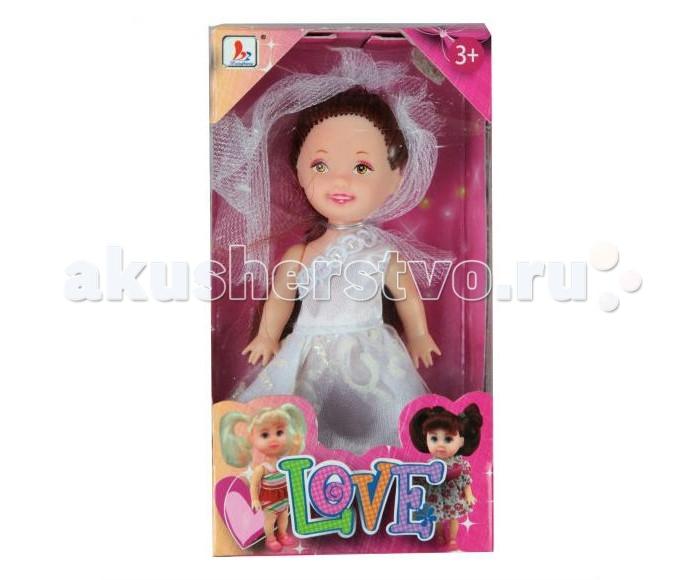 Shantou Gepai Кукла Love Невеста 10 смКукла Love Невеста 10 смИгрушечная невеста одета в традиционное белое платье с оголенным правым плечом и фату, сделанную из сеточки того же цвета.   Верхняя часть праздничного наряда украшена маленькими розочками, которые делают платье еще очаровательней.   Темно-коричневые волосы куклы Love собраны в простую прическу, которую можно легко изменить при желании.<br>