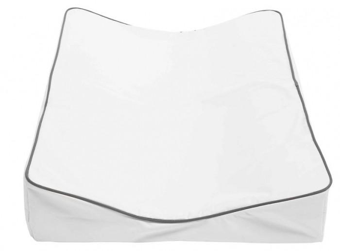 Накладка для пеленания Luma 72x44x972x44x9Верхний слой выполнен из непромокаемого материала, приятного для тела, прочного, не рвущегося по стыкам.   Материал: полиэстер, полиуретан и полиэтилен, не содержит ПВХ.  Верхний слой съемный, на липучках, его можно стирать при t 40С.<br>