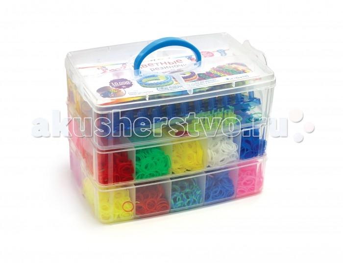 Happy Loom Набор для творчества - Цветные резиночки в чемодане 01783Набор для творчества - Цветные резиночки в чемодане 01783Цветные резиночки Happy Loom - это веселое развлечение для детей и взрослых! Они помогут создать неповторимые браслеты, которые отлично дополнят твою коллекцию модных аксессуаров!  Комплектация набора:  10000 резиночек (25 расцветок); Станок для плетения; 2 пластиковых крючка; Замочки; Подвески; Инструкция по плетению.<br>