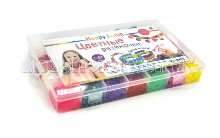 Happy Loom Набор для творчества - Цветные резиночки в чемодане 01779Набор для творчества - Цветные резиночки в чемодане 01779Цветные резиночки Happy Loom - это веселое развлечение для детей и взрослых! Они помогут создать неповторимые браслеты, которые отлично дополнят твою коллекцию модных аксессуаров!  Комплектация набора:  4200 резиночек (21 расцветка); Станок для плетения; 2 пластиковых крючка; Замочки; 6 подвесок; Инструкция по плетению.<br>