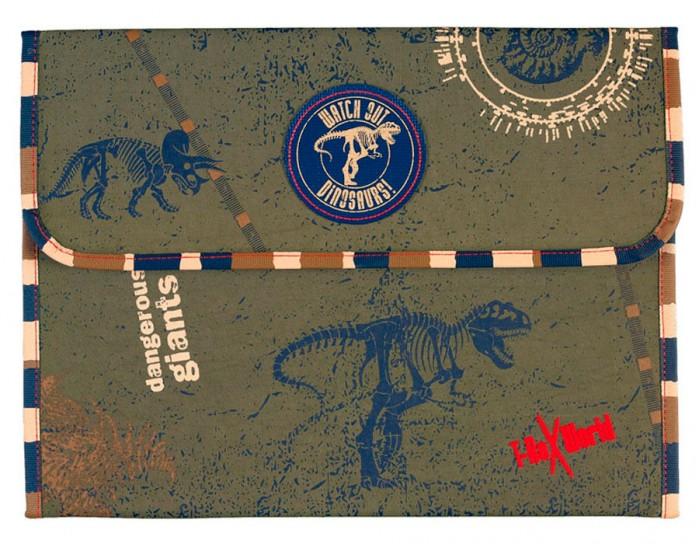 Spiegelburg Кейс А 4 T-Rex 30200Кейс А 4 T-Rex 30200Spiegelburg Кейс А 4 T-Rex 30200  ультра - модный с застежкой-липучкой будет хорошим помощником вашему мальчику в школе или на дополнительных занятиях.   Яркая, но не маркая расцветка и прочный материал с водоотталкивающей пропиткой делают кейс модным и долговечным.   Теперь ваш ребенок может не волноваться, что какая-нибудь важная тетрадь испортится, а рисунок, в который было вложено немало труда, потеряется.Такой кейс можно с легкостью упаковать в учебный рюкзак или портфель, а можно носить его самостоятельно.   В любом случае, это очень нужное приобретение для маленького школьника.<br>