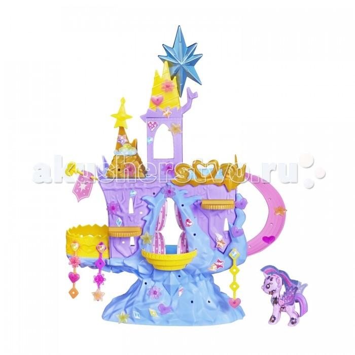 My Little Pony Pop Замок Твайлайт СпарклPop Замок Твайлайт СпарклИгровой набор Hasbro My Little Pony Замок Твайлайт Спаркл создан для маленьких фанатов мультфильма «Дружба – это чудо».   Используя яркие детали, малышка сможет самостоятельно собрать копию волшебного замка и украсить его элементами декора, входящими в комплект.  Текстильные подвески, оригинальные фигурки и красивые наклейки будут смотреться очень стильно.   В чудесном замке можно проводить балы и званые ужины для лошадок из серии My Little Pony Pop, а также приглашать других героев мультфильма.   В комплекте: замок Твайлайт Спаркл, фигурка пони Твайлайт Спаркл, различные аксессуары и элементы декора.<br>