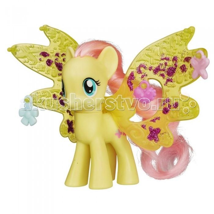 My Little Pony Волшебные крылья ФлаттершайВолшебные крылья ФлаттершайИгровой набор Hasbro My Little Pony Волшебные крылья Флаттершай   У этих пони большие миндалевидные глаза, шелковистая грива, которую можно расчесывать и прекрасные съемные крылья.   Эта милая лошадка поможет привить ребенку чувство ответственности, заботы, научит навыкам общения и сюжетно-ролевой игре, а также способствует формированию внимательности, логического мышления и фантазии.   Лошадка изготовлена из нетоксичных гипоаллергенных материалов.<br>