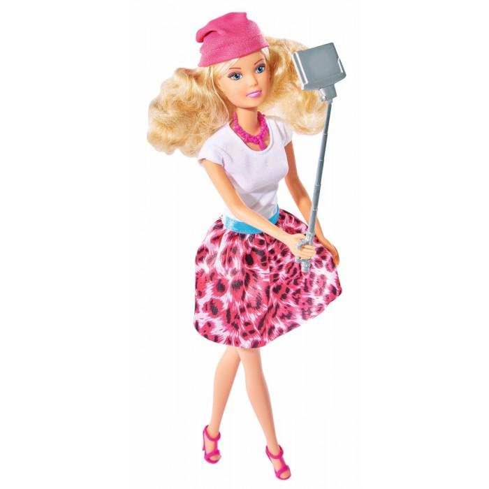 Simba Кукла Штеффи с селфи палкой 29 смКукла Штеффи с селфи палкой 29 смSimba Кукла Штеффи с селфи палкой 29 см a понравится многим девочкам, которые любят играть с куклами.  Особенности: В комплекте с куклой идет селфи-палка, что сделает Штеффи настоящей модницей, которая следит за современными тенденциями.  Такая игрушка может быть использована в различных сюжетно-ролевых играх, а самые интересные моменты Штеффи запечатлеет на свой камеру своего телефона.<br>