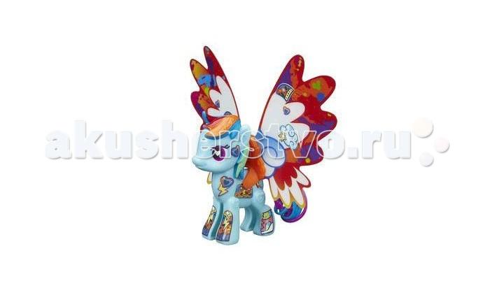 My Little Pony Рэйнбоу Дэш с крыльямиРэйнбоу Дэш с крыльямиИгровой набор Hasbro My Little Pony Рэйнбоу Дэш с крыльями – это отличный сет для развития творческих способностей маленькой модницы.   Здесь есть лошадка из популярного мультсериала «Дружба – это чудо», а также набор аксессуаров для ее украшения.    В наборе:  пони, три пары разных крыльев (отличаются формой и узорами), разноцветные маркеры и наклейки.   Раскрасьте крылья, подберите нужные стикеры и создайте свой уникальный образ стильной пони.<br>