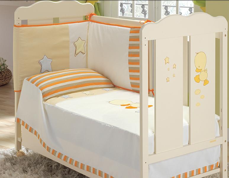 Комплект в кроватку Micuna Бортик и покрывало DidoБортик и покрывало DidoБортик и покрывало Micuna Dido  Натуральный хлопок самой тонкой выделки, мягкий и гипоаллергенный, не раздражающий самую чувствительную детскую кожу – текстильная коллекция Micuna создана специально для малышей. Нежные и приятные на ощупь ткани окутают ребёнка заботой и будут охранять его покой в минуты чуткого сна. Текстильные комплекты и аксессуары выполнены из 100% хлопка, в качестве наполнителя для мягких бортов используется холлофайбер. Это полиэстеровое волокно, скрученное в пружинки, более практично и обладает большей теплоизоляцией, нежели полиэстер. Весь текстиль Micuna хорошо стирается и быстро сохнет, что особенно важно в первые месяцы жизни малыша.   Основные характеристики: 50% хлопок, 50% полиэстер;  наполнитель – холлофайбер;  гипоаллергенные материалы и краски;  мягкие бортики.   Размер бампера (ДхВ): 180х40 см<br>