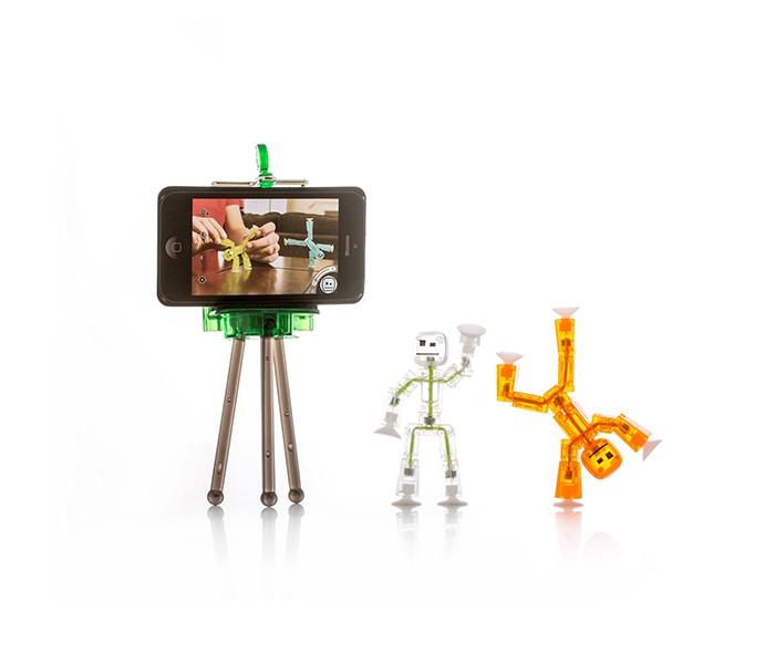 Stikbot Игровой набор СтудияИгровой набор СтудияStikbot Игровой набор Студия  Студия анимации Stikbot – это возможность создавать собственные мультфильмы просто и с удовольствием! В набор входит подставка для мобильного телефона и два подвижных человечка-стикбота разных цветов.  С помощью бесплатного мобильного приложения, установленного на Ваше устройство, Вы можете снимать ролики, мультфильмы и даже фильмы по любому, задуманному Вами сюжету. Скачайте на Ваше устройство приложение на App Store и Google Play, расставьте фигурки на любом фоне и снимайте, после каждого кадра немного меняя положение человечков После каждого снимка на экране вашего устройства останется полупрозрачный силуэт элементов, которые присутствуют в кадре, – эти очертания помогут определить, где и в каких позах фигурки находились в предыдущем кадре и на сколько нужно их сдвинуть для следующего На видео ряд можно наложить музыку и звуки из библиотеки приложения или из памяти устройства, записать собственный голос (для озвучивания героев, например) Также приложение Stikbot позволяет менять фон, на котором происходит действие вашего сюжета: просто выберите одну из картинок из библиотеки приложения или из памяти вашего устройства, установите фигурки, принимающие участие в ролике, на зеленом фоне (совсем как при создании спец. эффектов в кино!), и ваш сюжет сможет развиваться даже на другой планете!  Возраст: от 6 лет<br>