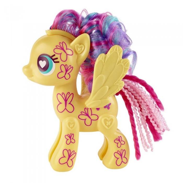 My Little Pony Pop ФлаттершайPop ФлаттершайИгровой набор Hasbro My Little Pony Pop Флаттершай  В набор входят элементы фигурки пони - 2 детали туловища, 2 гривы, 2 хвостика, крылья и маркер, а также лист с наклейками, которыми малышка сможет украсить пони по своему вкусу.  Все элементы набора выполнены из прочного безопасного пластика. Они легко соединяются друг с другом, и собрать пони не составит труда.<br>