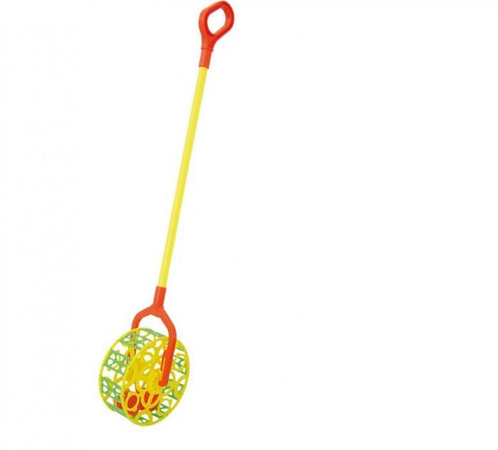 Каталка-игрушка Совтехстром У743У743Каталка-игрушка Совтехстром У743 развлечет малыша.   Особенности: Когда малыш катит игрушку за ручку, она начинает весело греметь.  Игрушка изготовлена из высококачественного материала, безопасного для здоровья ребенка, имеет съемную ручку.  Ее удобно брать с собой на прогулку, так как она поместится в любую коляску.  Размер игрушки: 15 х 10 х 68 см.<br>