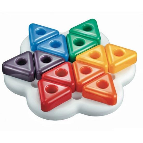 Quercetti Мозаика Геометрия треугольники (13 элементов)Мозаика Геометрия треугольники (13 элементов)Мозаика Quercetti для самых маленьких из 13 элементов  Красочный набор для занятий мозаикой разовьет мелкую моторику пальцев, цветовосприятие и творческие способности ребенка.   В набор входит:  12 крупных треугольных фишек  доска<br>
