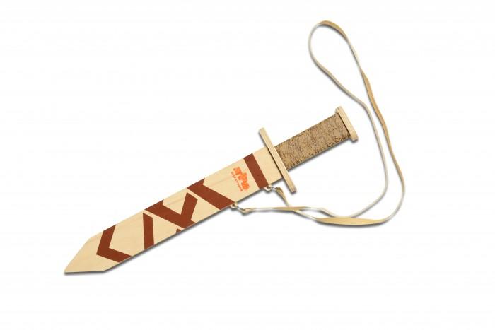 Три богатыря Игрушечный Меч богатырский в ножнахИгрушечный Меч богатырский в ножнахИгровой меч в ножнах из дерева поможет маленькому герою почувствовать себя настоящим воином.  Рукоятка удобна и отлично держится, а крестовина выполнена очень основательно.  На самом клинке имеется дол, как у самого настоящего меча.  В комплекте ножны, которые можно цеплять на пояс, чтобы меч был под рукой, а юный герой всегда наготове.  Древесина качественно обработана, поэтому меч безопасен для детей.  Материал: фанера, текстиль Размер: меч - 42.5, ножны - 32.5 см<br>