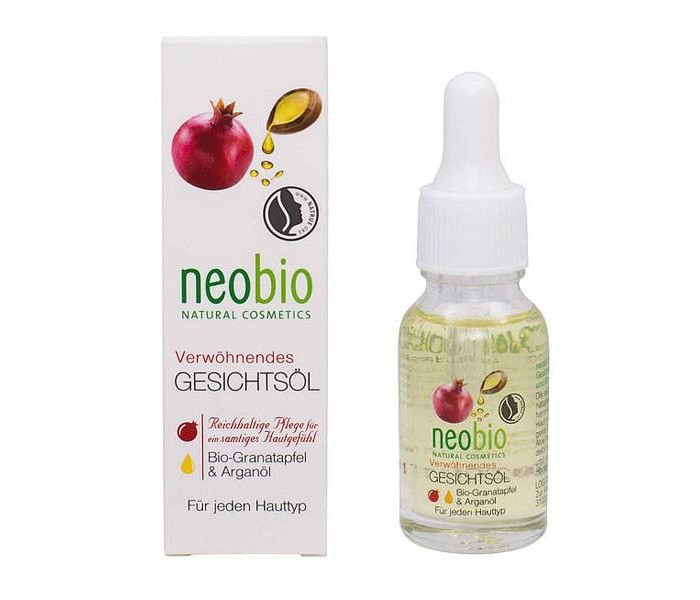 Neobio Насыщенное масло для лица 15 млНасыщенное масло для лица 15 млNeobio Насыщенное масло для лица 15 мл.  Насыщенное масло для лица neobio с био-гранатом и аргановым маслом подходит для всех типов кожи. Избавляет от сухости и ощущения стянутости. Нежная текстура масла не оставляет жирной пленки на лице, полностью впитываясь в кожу. Био-экстракт алоэ вера борется с воспалениями, миндальное масло обеспечивает длительное увлажнение, витамин E разглаживает морщинки и делает кожу бархатистой.  Применение: нанесите несколько капель масла на очищенную и еще немного влажную кожу лица, шеи и зоны декольте, слегка помассируйте. При необходимости затем воспользуйтесь привычным средством.  Состав: Соевое масло*, Масло семян винограда, Масло миндаля сладкого, Изоамиллаурат, Аргановое масло*, Каноловое масло*, Экстракт листьев алоэ вера*, Экстракт семян граната*, Масло семян подсолнечника*, Витамин Е, Токоферилацетат, Экстракт листьев розмарина*, Отдушка ароматизатор, эфирные масла**, Гераниол**, Линалоол**, Цитронеллол**. *контролируемое биологическое выращивание **натуральные эфирные масла.<br>
