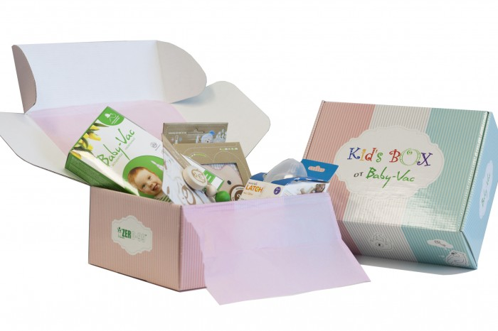 """Kid's Box Набор для девочки 0-3 летНабор для девочки 0-3 летНабор для девочки 0-3 лет Kids Box  «Kid's Box» это целая коробка необходимых и инновационных товаров для малыша, собранная экспертами рынка детских товаров.  Как часто Вы сталкивались с проблемой выбора подарка новорожденному?  Что подарить крестнику, ребенку друзей, коллег или родственников? Что выбрать, чтобы подарок порадовал малыша и родителей, был красивым и одновременно полезным?  Знакомьтесь!  Kids- Box для малышей 0-3 лет  Kids Box - это красивый набор на рождение малыша, крестнику, ребенку друзей, коллег или родственников,  Kids Box - это только самые качественные и нужные товары для малыша, baby must have.   В составе набора реальные товары, бестселлеры категорий: аспиратор  назальный Baby-Vac грелочка с вишневыми  косточками ZerO-99 ЭКО держатель для соски-пустышки ZerO-99 ЭКО погремушка-прорезыватель ZerO-99, игрушка Baby-Vaшка - поедатель детских страхов, разработанная европейскими психологами набор стикеров для фото """"Первые важные события"""" стикер на авто """"Безопасность на дороге"""" мамина записная книжка и небольшой сюрприз для мамы и малыша  Kids Box представлена в  двух  вариантах для милой  девчушки  и маленького  джентельмена.  Родители обязательно оценят такой знак внимания, он надолго останется в памяти!<br>"""
