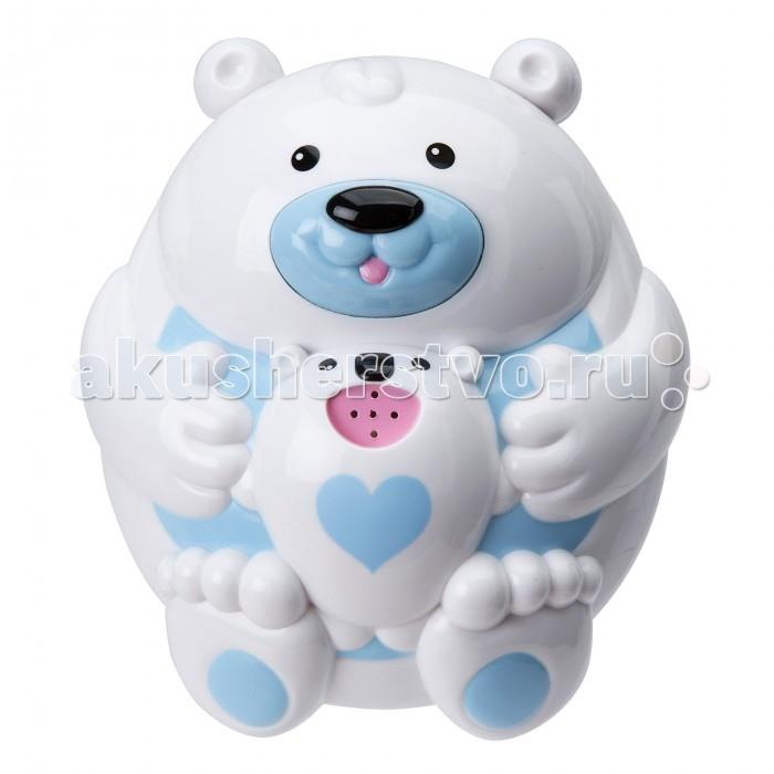 Alex Игрушка для ванны Полярный медвежонокИгрушка для ванны Полярный медвежонокОчаровательный полярный медведь с медвежонком – новая игрушка для ванны от американского бренда Alex, которая отлично разнообразит водные процедуры малыша веселой и увлекательной игрой.   Медвежонок оборудован функцией разбрызгивания воды, что приятно удивит и позабавит малыша во время купания. Просто нажмите медвежонку на животик, и он выпустит фонтанчик воды.   Игрушка сделана из упроченного пластика, не содержит в составе вредных красителей, отлично держится на воде и не тонет. В процессе игры малыш будет тренировать мелкую моторику, координацию движений и осваивать тактильные навыки.<br>