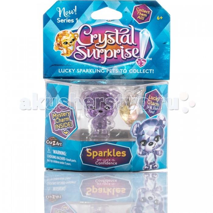 Crystal Surprise Фигурка Медвежонок с подвескамиФигурка Медвежонок с подвескамиCrystal Surprise Фигурка Медвежонок с подвесками - это одновременно и талисман, и украшение. Фигурка состоит как будто из светящихся кристаллов.  Особенности: Пластиковая мини-фигурка сделана из прозрачного материала, дополненного цветным оттенком. Как только луч света попадет на игрушку, она засияет, переливаясь и мерцая на солнышке. У игрушки милое выражение мордочки, которое не оставит вас равнодушными к этому очаровательному созданию. Мишку Спарклс можно будет поставить на полочку в качестве сувенира или же носить его с собой в сумочке или кармашке, ведь прогулка с другом всегда веселее! Также эта игрушка подарит вам невероятную уверенность в себе. В наборе также есть две подвески, которыми вы сможете украсить одежду, рюкзак или связку ключей.<br>