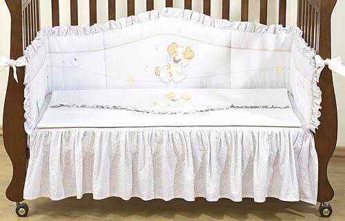 Комплект для кроватки Giovanni Puppy 120х60 (4 предмета)Puppy 120х60 (4 предмета)Набор постельного белья для новорожденных Puppy (4 предмета). Стильный дизайн, натуральные и безопасные материалы, сочетание спокойных и мягких пастельных тонов, декорирован вышивкой и тканевыми аппликациями.   Бампер длиной 240 см можно установить как в изголовье кроватки в варианте для новорожденного, так и в варианте диванчика для подросшего малыша.   Простынь на резинке не позволит складкам воздействовать на кожу ребенка, а юбка придаст изысканный внешний вид детской кроватке.   В наборе:  - Бампер защитный (длина 240см)  - Пододеяльник 110х140 см - Наволочка 60х40см  - Простынь на резинке с юбкой (для кроватки 120х60см)  - Состав: 100% хлопок, наполнитель: холлофайбер<br>
