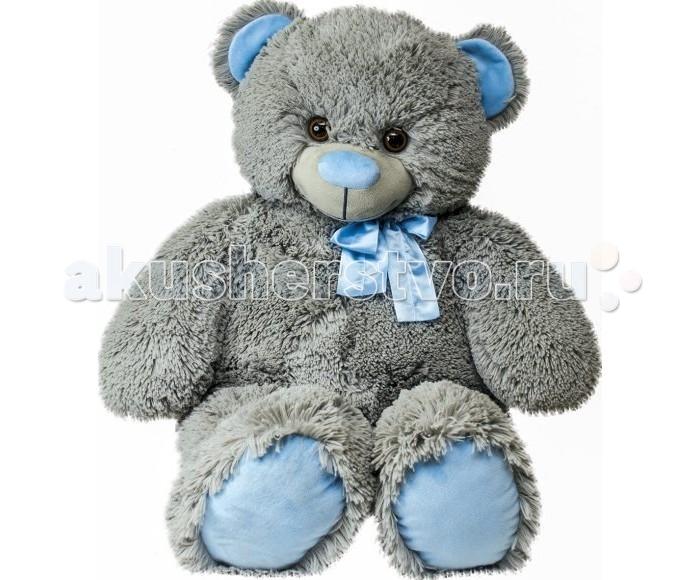 Мягкая игрушка Fancy Медведь Сержик 63 смМедведь Сержик 63 смFancy Мягкая игрушка Медведь Сержик 63 см   Очаровательный медвежонок Сержик словно создан для крепких объятий. Он изготовлен из мягчайшего плюша светло-серого цвета, а его ушки и лапки оформлены голубым атласом. У медведя большой голубой нос и маленький бантик на шее. Мордочка игрушки светится улыбкой. Большой медведь пригодится ребенку не только для игр, но и как предмет мебели: его можно посадить на пол и усесться, как в кресло. Медвежонок понравится и взрослым, так как станет отличным украшением интерьера.   Возраст: от 3 лет Высота игрушки: 63 см<br>