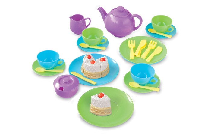 Casdon  Игровой набор Для чаепитияИгровой набор Для чаепитияCasdon Игровой набор Для чаепития  Яркий чайный сервиз порадует малыша - с таким набором можно устроить весёлое чаепитие!  Малыш может устроить чаепитие и позвать своих родных и друзей в состав игрового набора входит сервиз на 4 человек  Малыш будет с интересом разливать чай из заварного чайничка по чашечкам  А еще он сможет угостить своих гостей вкусным тортиком  В комплекте: чайник сахарница молочник 4 чашки 4 блюдца 4 ложки 4 вилки 4 ножика 4 тарелочки  Возраст: от 3 лет<br>