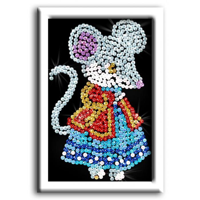 Волшебная мастерская Мозаика из пайеток МышкаМозаика из пайеток МышкаВолшебная мастерская Мозаика из пайеток Мышка М 011  У вас появилась возможность создать яркую картину из пайеток, на которой изображена мышка в пышном платье. Этот набор позволяет прикалывать с помощью булавок-гвоздиков разноцветные блестящие блестки в соответствии со схемой сборки. Набор развивает творческие способности и усидчивость девочек.  В комплекте: планшет из пенопласта, фон с точечным рисунком, пайетки, гвоздики, схема-инструкция, рамка из пенопласта.  Размер мозаики: 18 х 26 см<br>