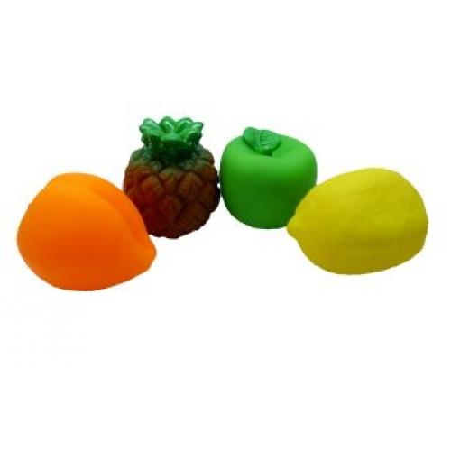Жирафики Набор для купания ФруктыНабор для купания ФруктыЖирафики Фрукты изготовлены из высококачественного пластизоля, который совершенно безвреден, не имеет запаха и искусственных красителей. Внутри игрушек встроена пищалка, которая активируется при нажатии на игрушку.<br>