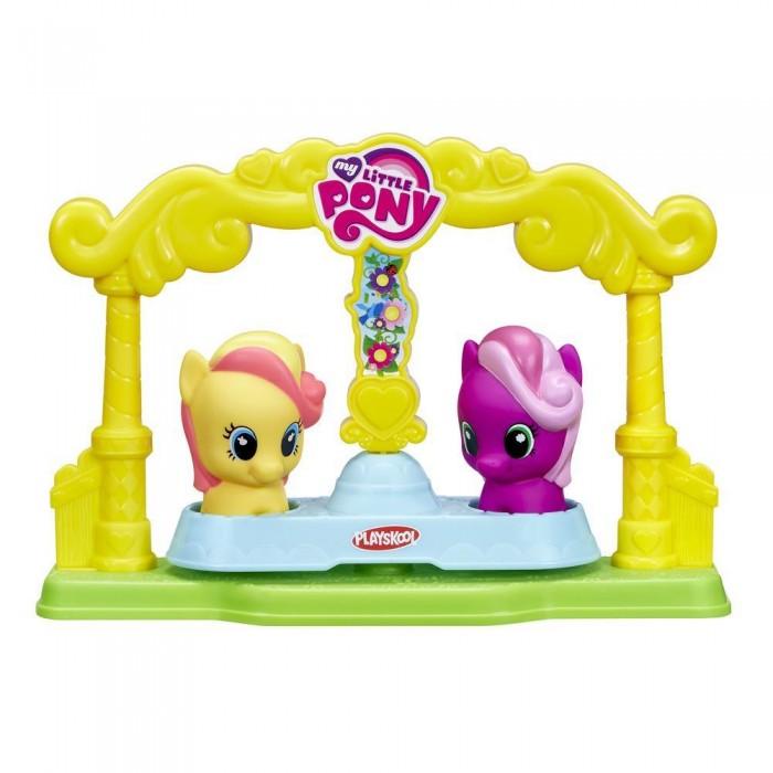 My Little Pony Карусель для пони-малышекКарусель для пони-малышекИгровой набор Карусель из серии Май Литл Пони - это отличное предложение для тех, кто обожает тематику Маленьких Пони. Игрушка представляет собой карусель и две фигурки My Little Pony, которые на ней катаются. С таким набором можно устраивать различные игры. Фигурки же можно даже использовать отдельно от карусели.  Пони имеют очень интересный и яркий вид, чем понравятся своему обладателю. Игрушки выполнены из качественных материалов, нетоксичны, а значит, безопасны для здоровья и долго прослужат ребенку. Такому набору будет рада каждая юная фанатка серии.<br>