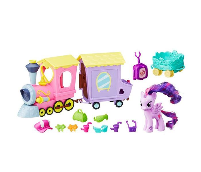 My Little Pony Поезд дружбыПоезд дружбыПринцесса Сумеречная Искорка (Twilight Sparkle) отправляется в путешествие на поезде! Игровой набор Поезд дружбы состоит из красочного розового паровозика, сиреневого вагончика, небольшого зеленого прицепа, фигурки Искорки и множества очаровательных аксессуаров.   Вагончик оснащен откидывающейся крышей и боковой стенкой, а также открывающейся дверью.  Среди аксессуаров, прилагающихся к набору, Вы найдете всё, необходимое для веселого отдыха Принцессы Искорки – чемодан, саквояж, модный головной убор, солнцезащитные очки, пару стаканов с прохладительными напитками, фотоаппарат и бантики для украшения хвоста и гривы. Высота фигурки около 8 см, игрушка изготовлена из пластика, грива и хвостик – текстильные. На передней ножке лошадки Вы найдете код в виде сердечка, отсканировав который при помощи мобильного устройства, Вы получите дополнительные игровые возможности в бесплатном приложении My Little Pony Friendship Celebration.<br>