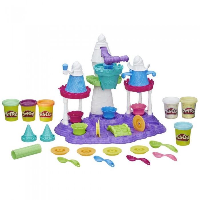 Play-Doh Игровой набор Замок мороженогоИгровой набор Замок мороженогоЗамечательный большой игровой набор для всех кто любит лепить из пластилина.   В красочной упаковке Вы найдете фантастический замок причудливой формы, который служит многофункциональным приспособлением для формирования пластилина Плей До, 6 баночек с массой для лепки, а также множество различных аксессуаров, с помощью которых Вы сможете создавать мороженое самых разных цветов, форм и размеров, а после – декорировать готовые сладости глазурью, разноцветными присыпками и топингами.  В комплект набора входит: Пресс для формовки пластилина, выполненный в необычной форме сказочного замка 6 дисков-насадок для пресса, чтобы придавать пластилину различную форму 5 ложечек 4 блюдца 2 насадки-конуса Ролик для раскатывания массы 6 баночек с пластилином<br>