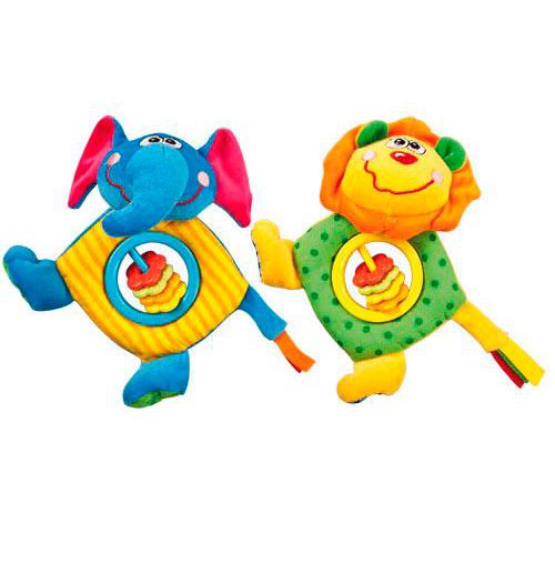 Подвесная игрушка Жирафики Джунгли 93520Джунгли 93520Подвесная игрушка Жирафики Джунгли из текстиля.  Особенности: Игрушки имеют яркие, контрастные цвета – это привлекает внимание, а также знакомит с разнообразием цветов.  Симпатичные зверюшки сшиты из приятных на ощупь тканей разного цвета и разной фактуры. Если малыш возьмет игрушку в ручку и потрясет ей в воздухе, разноцветные колечки будут весело греметь. В голове игрушек – пищалки. В ассортименте 2 вида: слоник и лев (виды не выбираются). Каждая игрушка упакована индивидуально.  Размеры: 15х6.5х19 см<br>